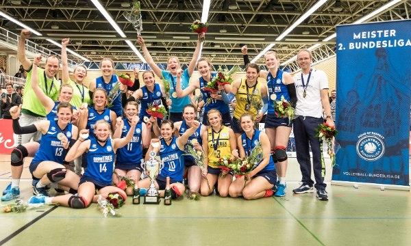Die Volleyballerinnen vom Team DSHS SnowTrex Köln jubelten über die Meisterschaft (Foto: Martin Miseré)