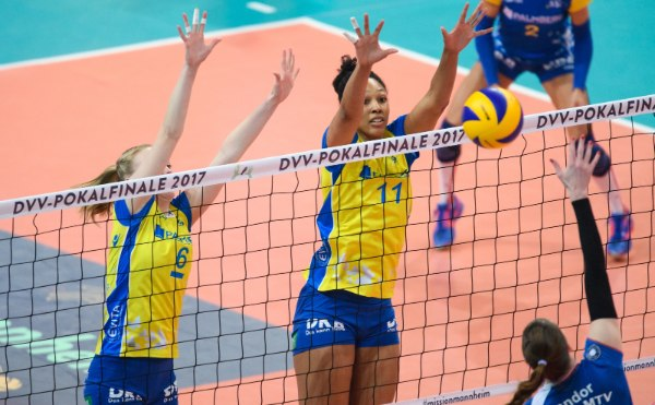 Lauren Barfield (Nummer 11) freut sich auf den Volleyball Supercup 2017 (Foto: Conny Kurth, kurth-media.de)