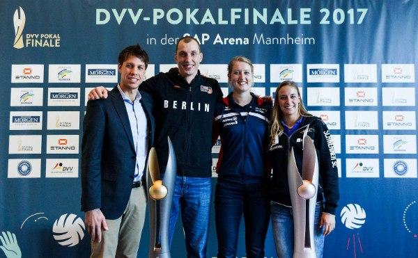 Viermal Finalteilnehmer 2017, viermal Vorfreude: Tomas Kocian (VfB Friedrichshafen), Felix Fischer (BR Volleys), Deborah van Daelen (Allianz MTV Stuttgart) und Lenka Dürr (Schweriner SC), Foto: Nils Wüchner