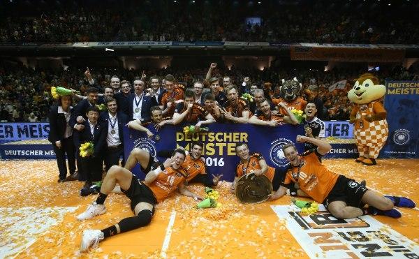Die BR Volleys holten sich 2015/16 den Pokal, den CEV-Cup und die Meisterschaft (Foto: Eckhard Herfet)