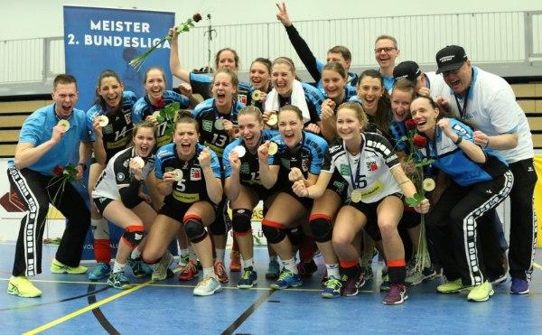 Riesige Freude bei den AllgäuStrom Volleys Sonthofen (Foto: Peter Pilsener)