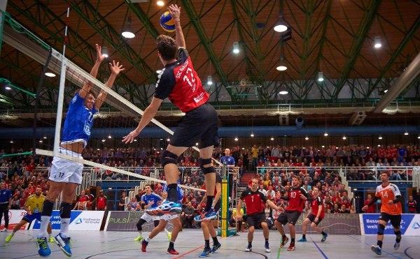 Die Fans vom SSC Karlsruhe zeigten beim DVV-Pokal-Achtelfinale im Oktober gegen Friedrichshafen, wie groß die Volleyball-Begeisterung vor Ort ist (Foto: Andreas Arndt)