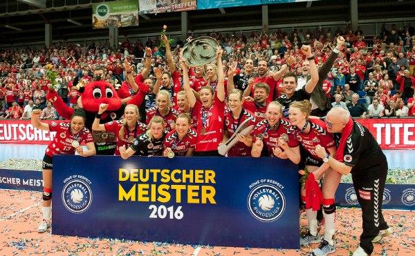 Der Dresdner SC gewann in der Saison 2015/16 die Meisterschaft und den Pokal (Foto: Corbin Hackley)