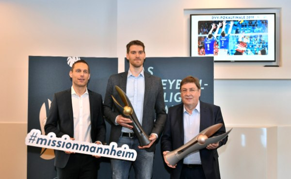 ViB24.TV Jens Reithmann, Christian Dünnes und Lothar Quast (v.l.n.r.) beim Pressebrunch in der SAP Arena (Foto: Alfred Gerold)