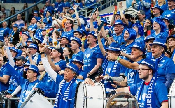 Die Fans vom Allianz MTV Stuttgart werden auch diesmal in Scharen zum DVV-Pokalfinale strömen (Foto: Nils Wüchner, nils-wuechner.de)