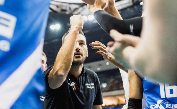 Chef-Coach Giannis Athanasopoulos steht in Hannover gleich mächtig unter Druck (Foto: Sebastian Wells, sebastianwells.de)