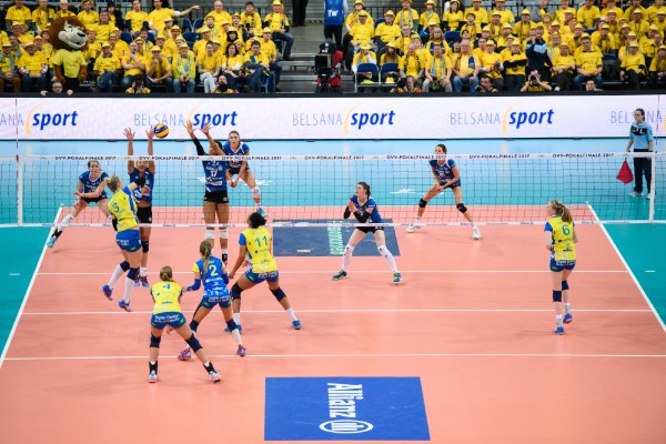 SSC Palmberg Schwerin gegen den MTV Allianz Stuttgart beim DVV Pokalfinale 2017 unterstützt durch den Partner BELSANAsport (Foto: Conny Kurth)