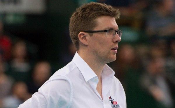 Trainer Stefan Hübner hat seinen Vertrag in Lüneburg bis 2019 verlängert (Foto: Conny Kurth, www.kurth-media.de)