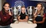 Myrthe Schoot, Sebastian Kühner und Jennifer Pettke präsentierten in Berlin die Supercup-Pokale (Foto: Photo Wende)